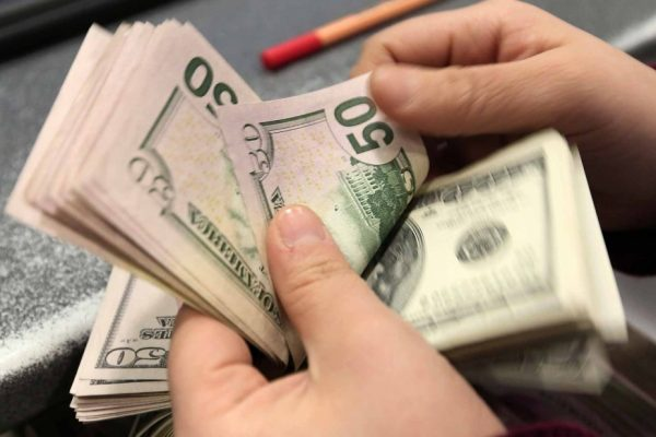 Dólar paralelo acumula alza de 40% en enero y se ubica sobre Bs.78.000