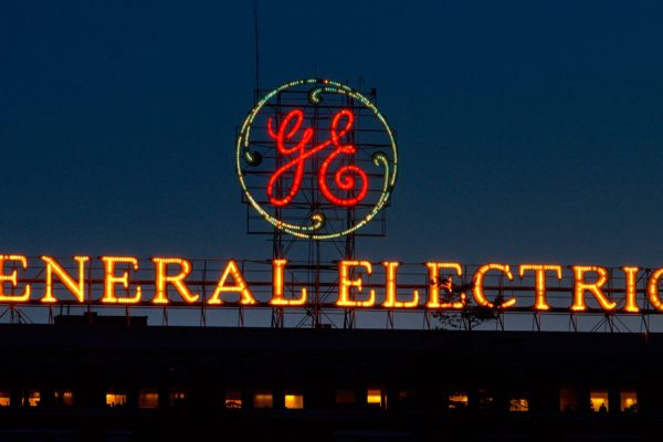 Ganancias trimestrales de GE suben 35,7%