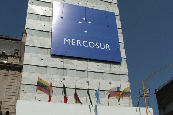 Benítez y Bolsonaro avanzarán en proceso de reforma interna del Mercosur