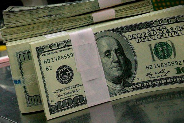Dólar bancario por fin supera 8.000 bolívares mientras el paralelo sigue imparable