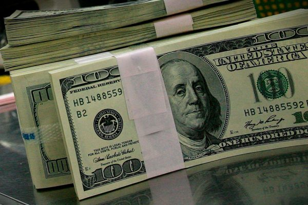 Tasa Dicom se ubica en BsS 352,72 por dólar en subasta 73