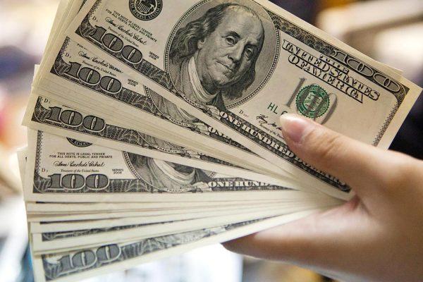 Dólar no oficial mantiene tendencia alcista y cotiza sobre los Bs.76.000