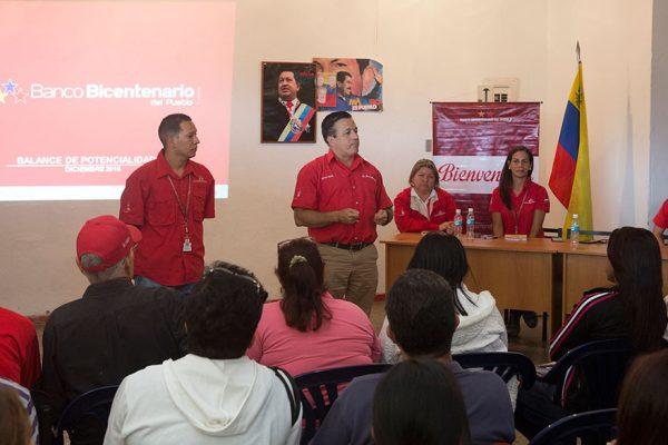 Emprendedores de Antímano presentan proyectos para el programa Credisocial