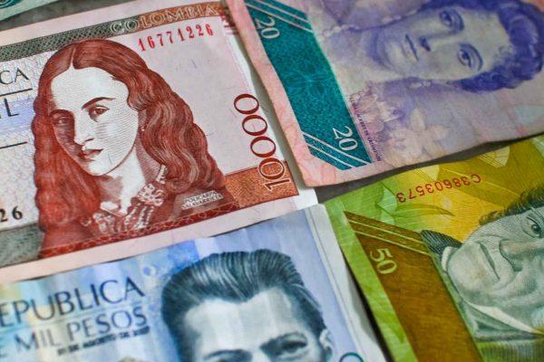 Peso colombiano se derrumba frente al dólar y queda en mínimo histórico