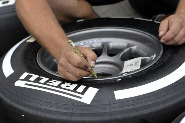 Trabajadores protestan por paralización en planta Pirelli