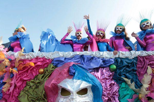 Disfraces de Carnaval realzan creatividad del venezolano frente a la crisis económica
