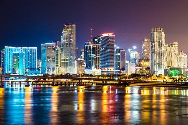 Líderes de la banca internacional se reúnen en Miami