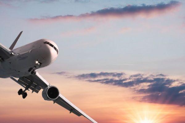 Demanda global de pasajeros aéreos toca máximo de cinco años
