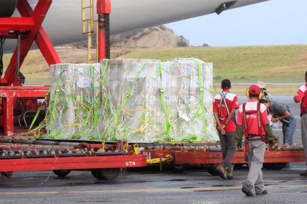 Llegan al país 510 cajas con billetes de 2 mil y 20 mil bolívares