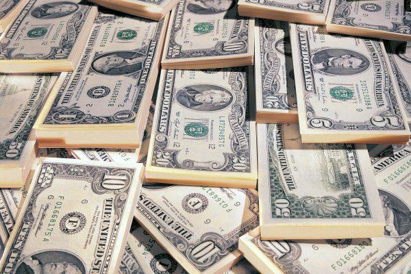 Dólar paralelo fluctúa hacia la baja y cierra en Bs. 4.019.640,13