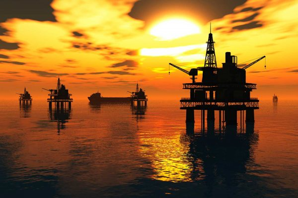 Ataque contra buque iraní cerca de puerto saudita impulsa precios petroleros