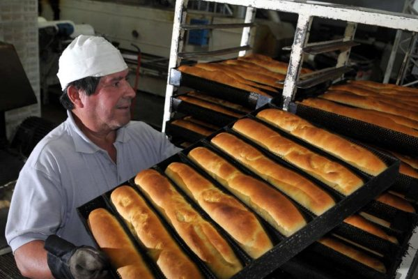 Sundde supervisa producción y venta de pan en Caracas