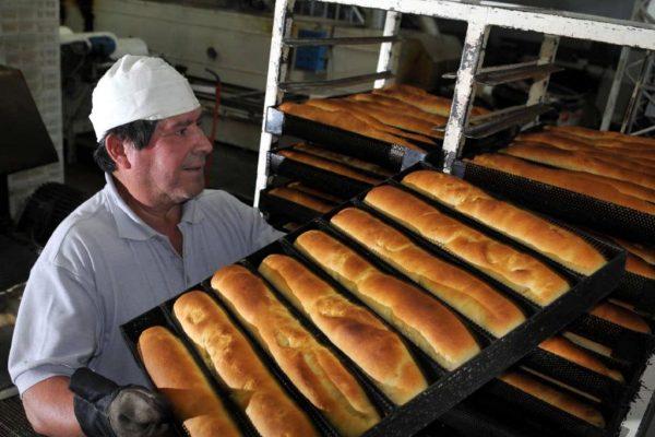 Gobierno prevé crear 10 mil panaderías comunales y artesanales