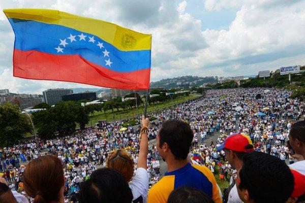 Oposición regresa a las calles para protestar contra Constituyente