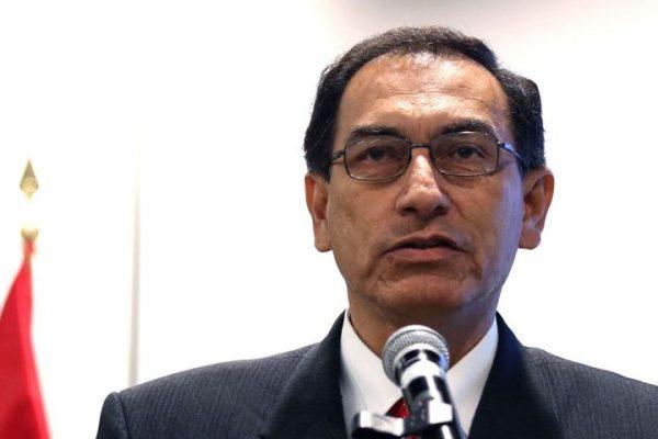Choque de poderes puede llevar a la disolución del congreso en Perú