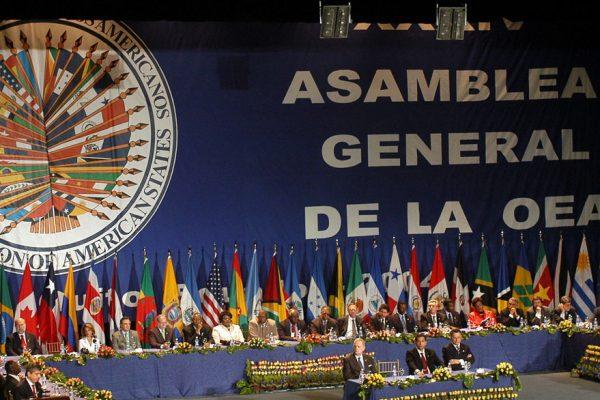 Asamblea de la OEA se convierte en un campo de batalla por Venezuela