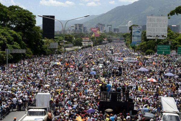 AFP: Más de 200.000 personas protestaron contra Maduro