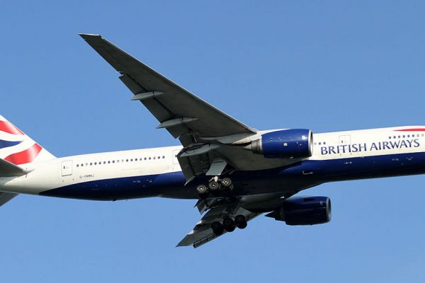 China suspende operaciones aéreas con Reino Unido por nueva cepa de covid-19