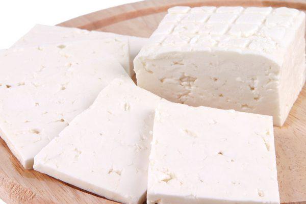 Un kilo de queso cuesta más de la mitad del sueldo mínimo