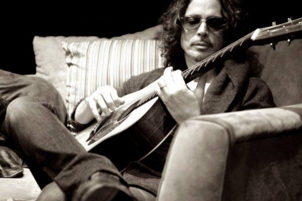 Ícono del grunge Chris Cornell muere a los 52 años
