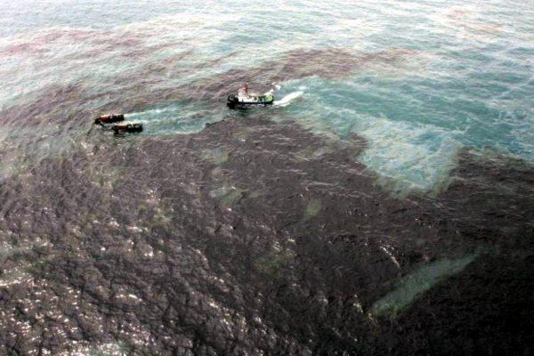 Denuncian nuevo derrame petrolero en playas de Puerto Cabello