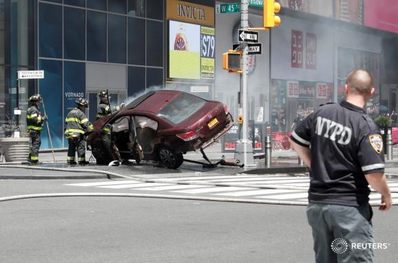 Un vehículo atropella a peatones en Times Square