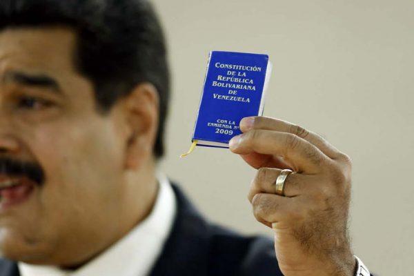 Maduro: Propondré que nueva Constitución vaya a referendo consultivo