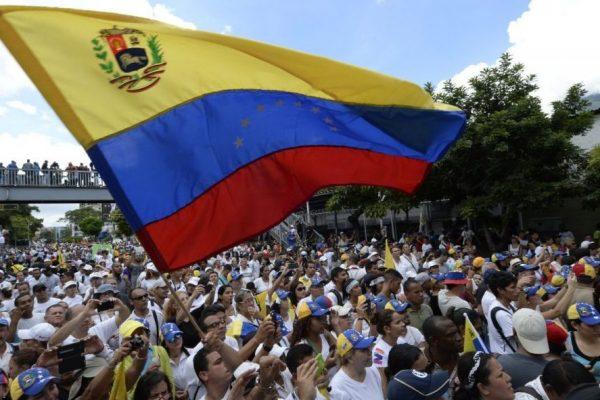 Oposición sigue en la calle luego de tres meses de protestas