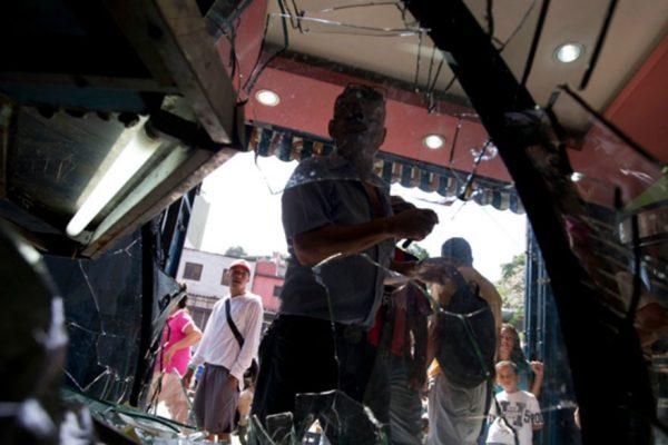 Saquean comercios en Calabozo en protestas por comida