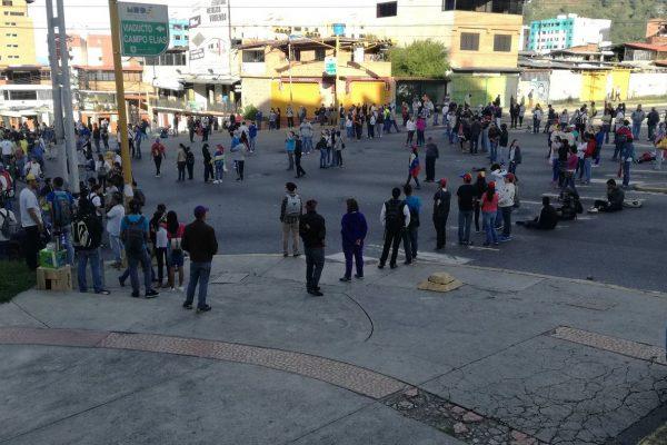 Agenda de protesta: Miércoles: plantón, jueves: Metro y cacerolazo, viernes: marcha hacia tribunales