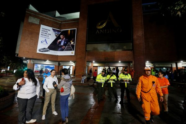 Tres fallecidos y 11 heridos dejó explosión en centro comercial al norte de Bogotá