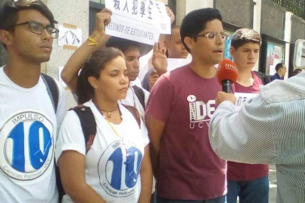 Estudiantes protestaron ante embajada China por venta de antimotines