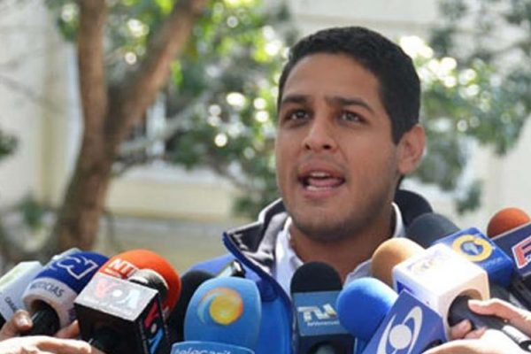 Olivares fue designado comisionado presidencial para la salud y atención sanitaria a los migrantes