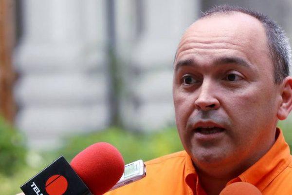 Torrealba: Maduro autorizó aumento salarial a Bs 40.000