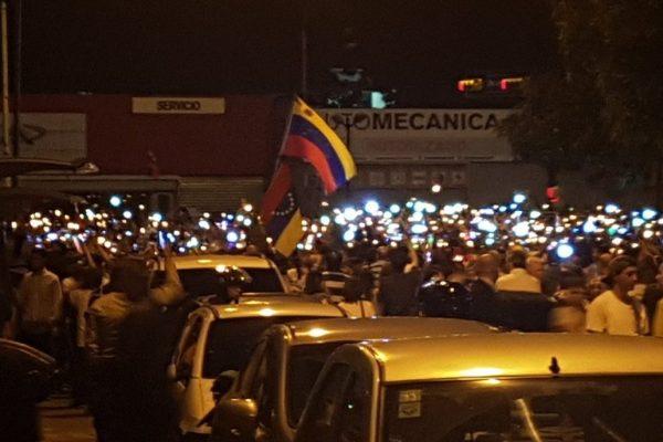 Oposición convocó marcha nocturna para este jueves