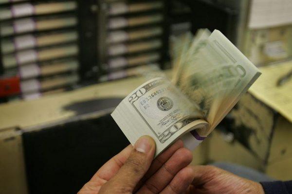 Dólar paralelo sube fuerte y supera hasta en 30% al tipo de cambio oficial