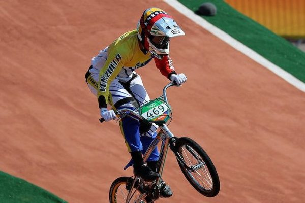 Stefany Hernández disputará Campeonato Mundial de BMX en EEUU este sábado