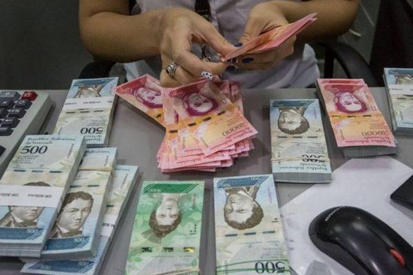 Venezuela presenta oferta creciente y una demanda descendiente de bolívares