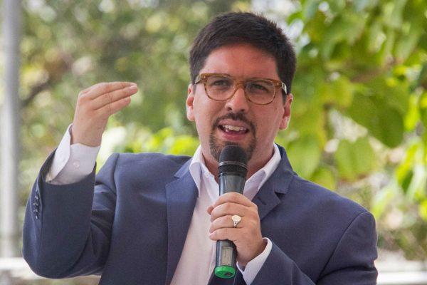 Mejía: Freddy Guevara dará a conocer su postura este lunes