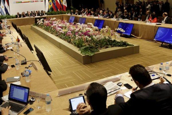 Mercosur llama a Venezuela a restablecer el orden constitucional