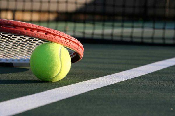 Tenistas de clase mundial inician 14 días de cuarentena antes del Abierto de Australia