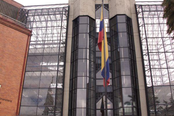 Decreto por pandemia en Colombia beneficiaría a los bancos