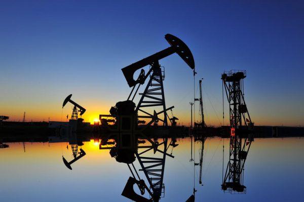 Inventarios de crudo en EEUU caen en 4,9 millones de barriles