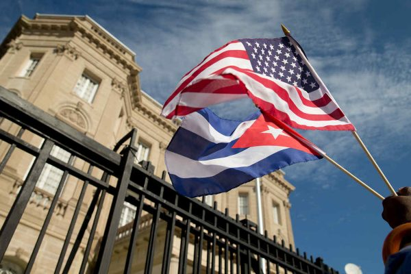 EEUU ordena al 60 % del personal dejar embajada en Cuba