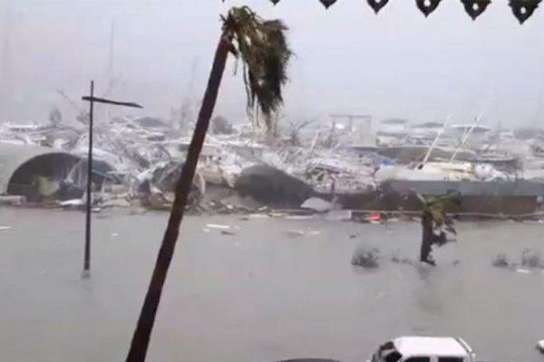 Huracán Florence toca tierra y amenaza con grandes inundaciones