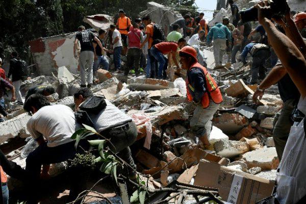 Poderoso sismo deja al menos 217 muertos en México en aniversario de devastador terremoto
