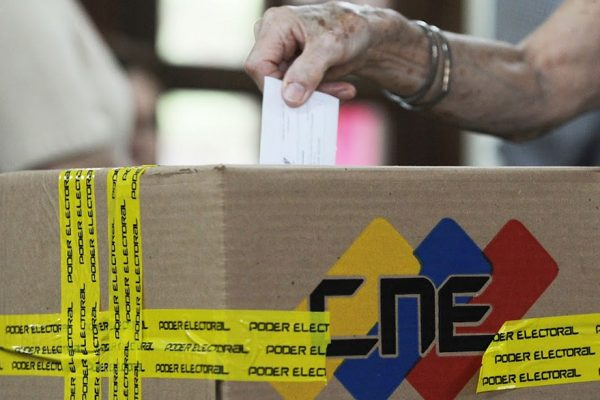 UE pide aclarar resultados en elecciones regionales en Venezuela