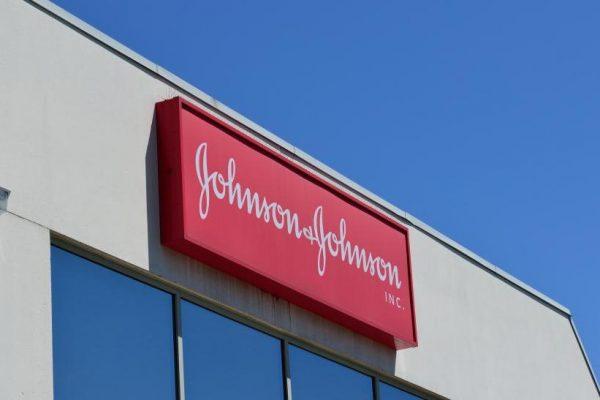 Johnson & Johnson reporta caída de 11,9% en ganancias trimestrales