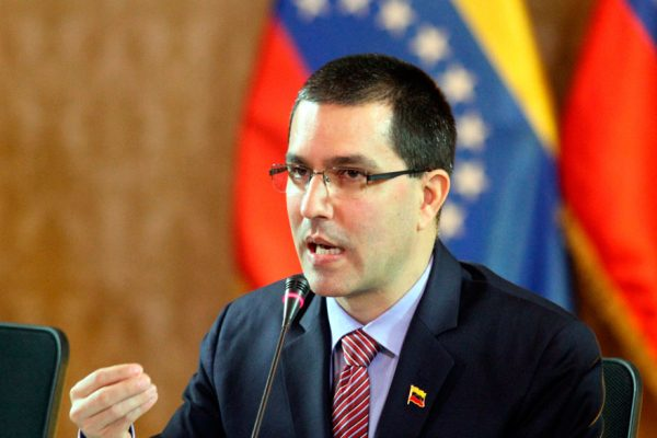 "Arreaza instó a Gobiernos que rechazan elecciones a ""retomar"" respeto"