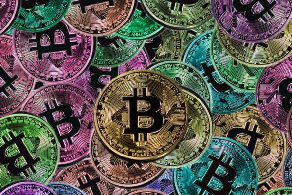 Bitcoin cotiza por encima de los 15.000 dólares